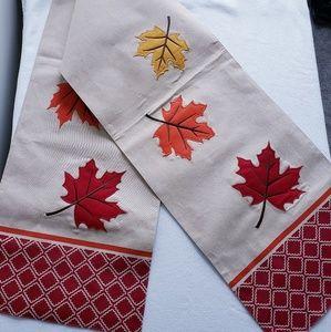 Fall leaves table runner dec